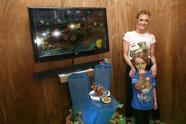 ashlee-simpson-skylanders-trap-team-activision-booth-2014-e3-in-los-angeles_6